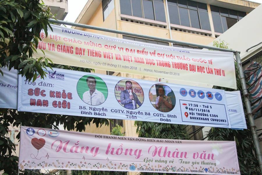 Đoàn trường Đại học khoa học xã hội và nhân văn treo banner truyền thông sự kiện