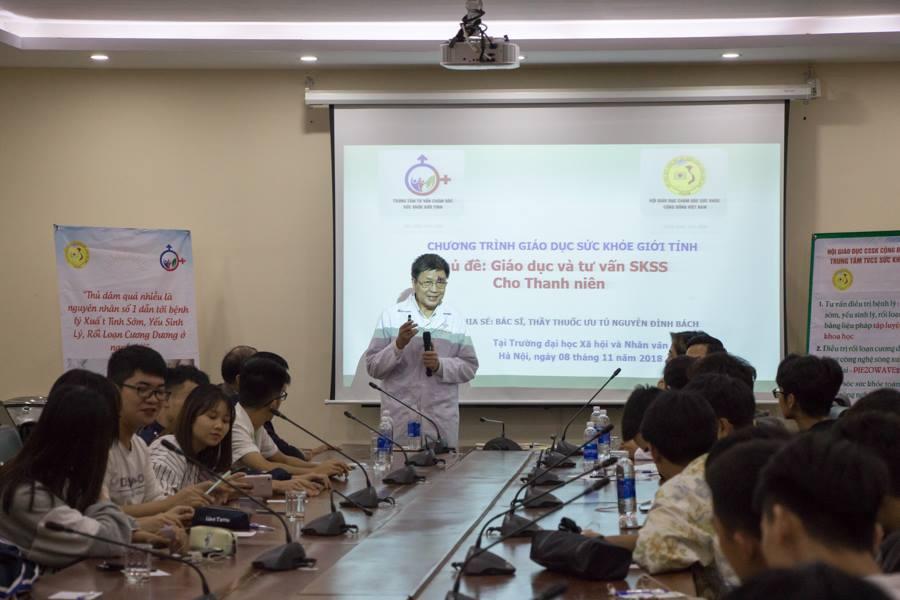 Bác sĩ Nguyễn Đình Bách bắt đầu buổi chia sẻ với những khái niệm về kiến thực sức khỏe sinh sản