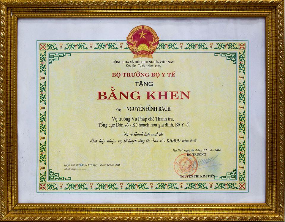 Bằng khen bác sĩ Nguyễn Đình Bách do bộ trưởng y tế ký tặng