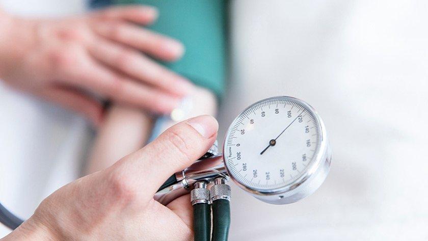 Những bệnh mãn tính như huyết áp, tiểu đường về lâu dài gây hại cho thận