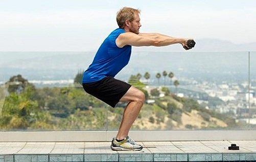 Bài tập squats với tạ