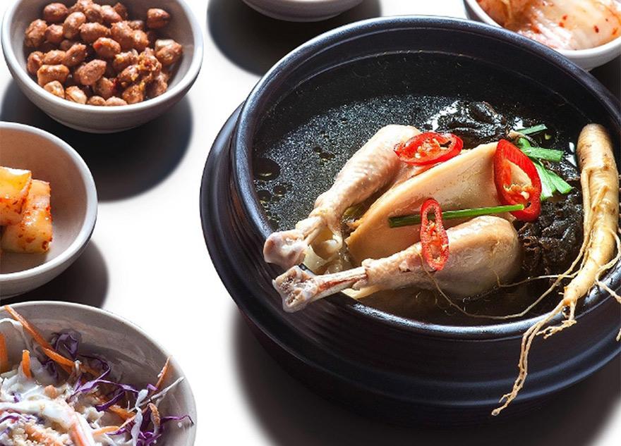 Nhân sâm hầm thịt gà là một món ăn tuyệt vời