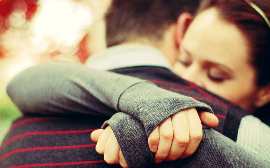 Những cái ôm ấm áp khi yêu