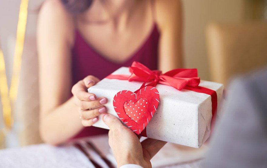 Nàng tặng quà cũng là dấu hiệu cô ấy thích bạn