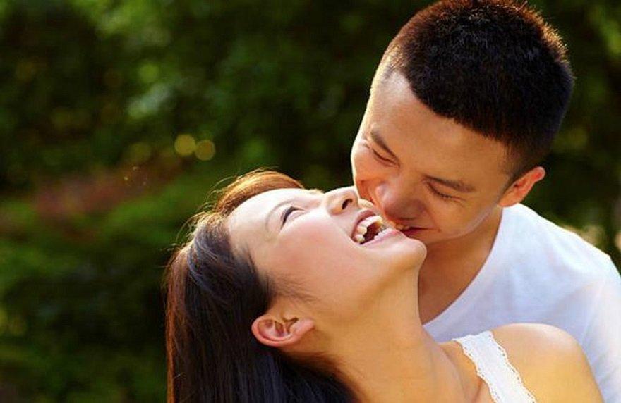Sự chia sẻ từ người đàn ông chính là liều thuốc tinh thần giúp người phụ nữ cảm thấy thoải mái và hạnh phúc nhất
