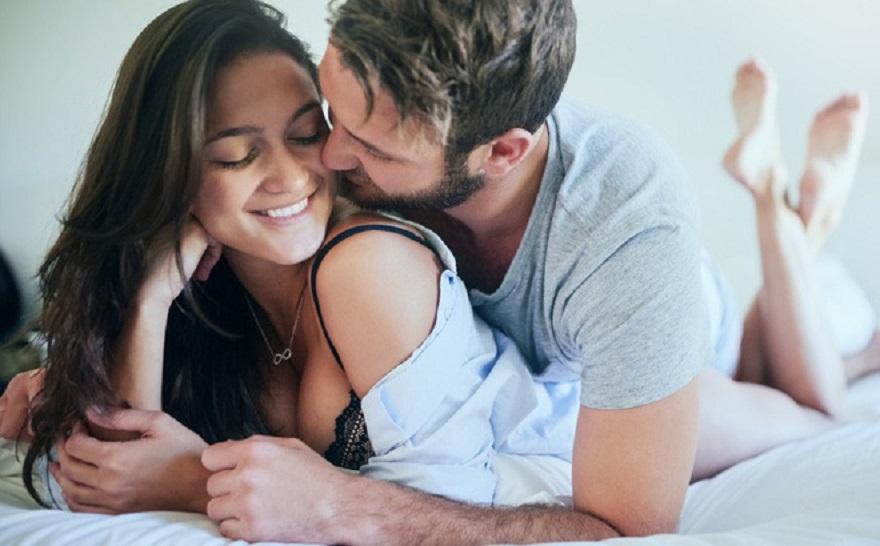 Sờ bụng là một cách để chàng tạo cảm giác thoải mái cho người yêu!