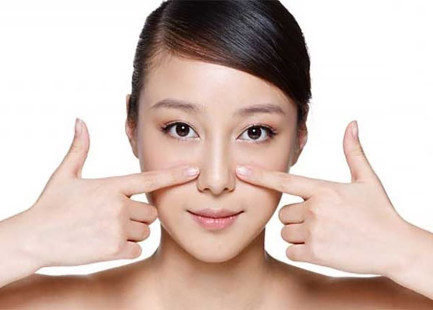 Massage mũi cũng là một phương pháp giúp mũi cao và thon gọn