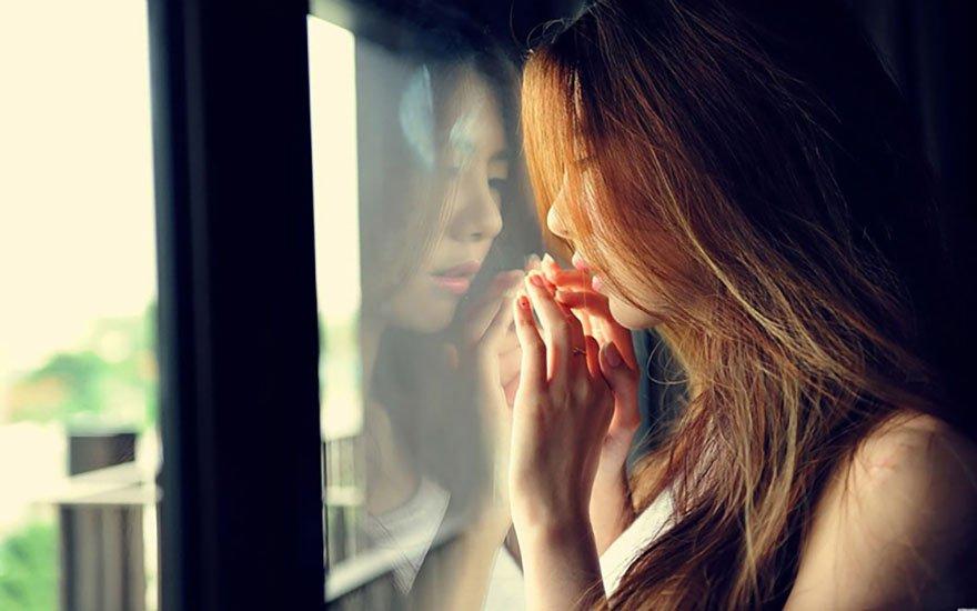 Tính tình thay đổi thất thường là biểu hiện của rối loạn nội tiết tố